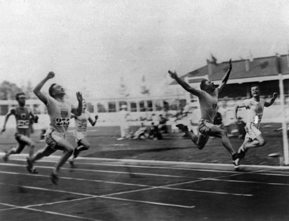"""Charles (Charley) Paddock, second from right, of the USA wins the 100 meters final with his famous """"flying finish"""" at the 1920 Summer Olympics in Antwerp, Belgium. Morris Kirksey, far right, of the USA was second, and Jackson Scholz of USA, left, was fourth. Third place Harry Edward not shown. (AP Photo)"""