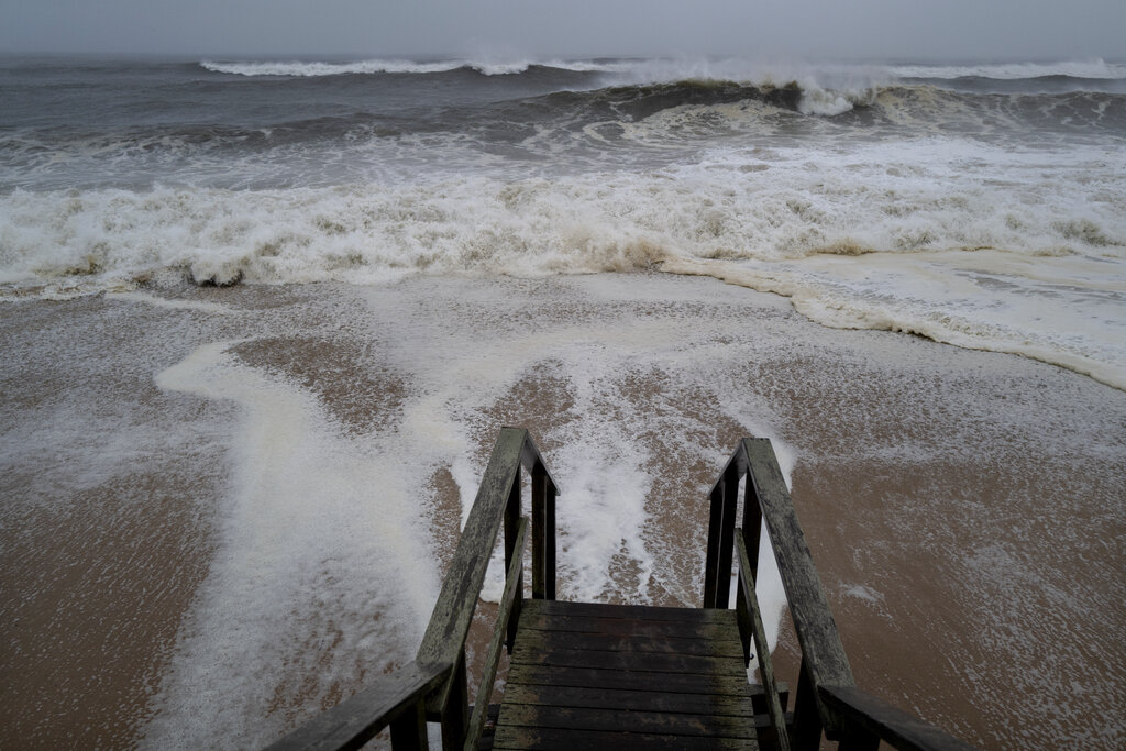 Waves pound the beaches of Montauk, New York, on Sunday as Tropical Storm Henri approaches. (Craig Ruttle/AP)