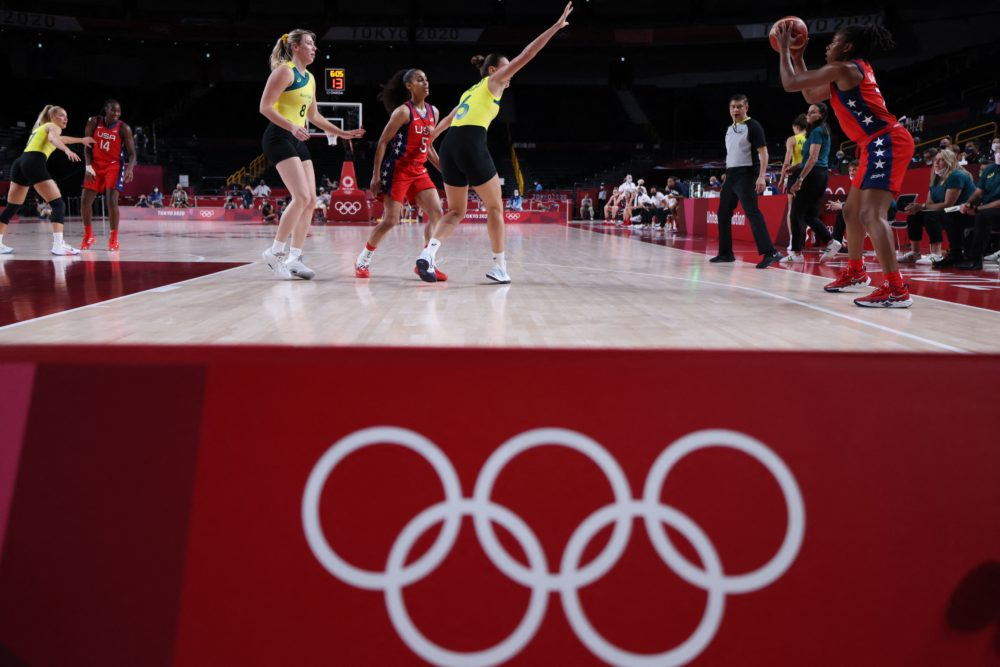 USA's Ariel Atkins (R) looks for a pass during ithe women's quarter-final basketball match between Australia and USA during the Tokyo 2020 Olympic Games at the Saitama Super Arena in Saitama on Aug. 4, 2021. (Thomas COEX COEX/AFP via Getty Images)